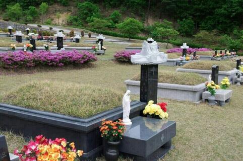 공원묘지 매장묘 by 하늘나무